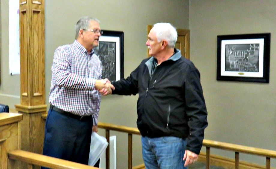 Mayor Timmerman and Doug Clark shaking hands